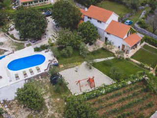 Villa for 14 people, heated pool n. Trogir - Prgomet vacation rentals