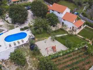 Authentic Villa w. heated pool n. Trogir - Prgomet vacation rentals