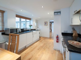 GRANDADS SLEEPS TWO PLUS COT OR CHILDS BED - Honiton vacation rentals
