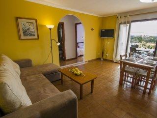 Luminoso apartamento en Cala Ferrera - S' Horta vacation rentals