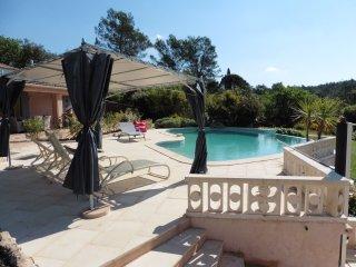 Suite en chambre d'hôtes pour 4 pers. (100€-120€) - Les Arcs sur Argens vacation rentals