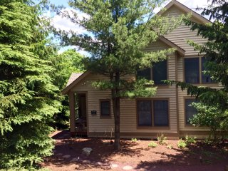 Cozy 3 bedroom Tannersville Townhouse with Internet Access - Tannersville vacation rentals