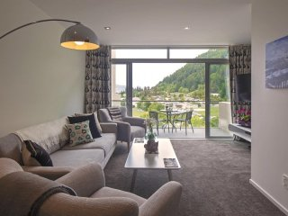 Convenient House with Internet Access and Parking - Queenstown vacation rentals