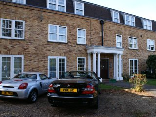 Lovely one bedroom flat - nice area - Hampton Hill vacation rentals