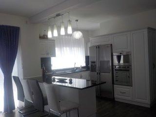 Cozy 2 bedroom Oradea Condo with Central Heating - Oradea vacation rentals