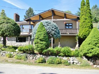 Nice 2 bedroom House in Peachland with Internet Access - Peachland vacation rentals