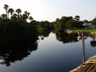Beautiful Riverfront Getaway with Tiki hut - Port Saint Lucie vacation rentals