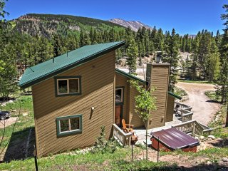 New Listing! Spacious & Inviting 5BR Blue River House w/Wifi, Gas Fireplace & Private Outdoor Hot Tub! Great Location - Just 3 Minutes to the Ski Resort! - Blue River vacation rentals