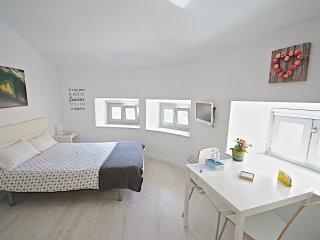 Studio #4-2 MalagaUrbanRooms - Malaga vacation rentals