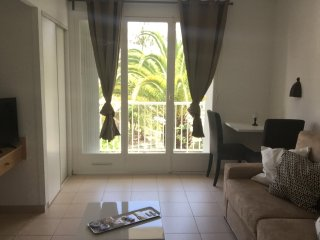 Superbe appartement vue sur mer et piscine Ref 509 - Menton vacation rentals