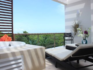 QH8 Gorgeous Penthouse with Golf Course View, and a Free Welcome Dinner Included - Akumal vacation rentals