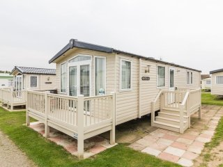 Hopton Fairways 80055 - 8 berth with decking - Hopton on Sea vacation rentals