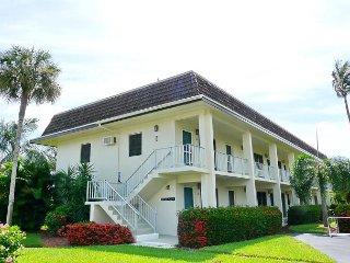 Romantic getaway w/ heated pool & short walk to beach - Marco Island vacation rentals