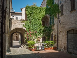 Appartamenti turistici Vicolo S. Chiara - Sassoferrato vacation rentals