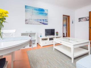 Romantic 1 bedroom Cascais Apartment with Washing Machine - Cascais vacation rentals
