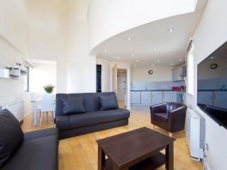 Abbey Lane PENTHOUSE apartment - Edinburgh vacation rentals