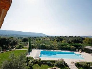 6 Bedroom Villa With stunning views Overlooking Luberon Valley - Gordes vacation rentals