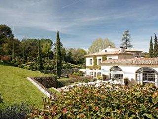 Contemporary 18th Century 5 Bedroom Home Near Axe-en-Provence - Aix-en-Provence vacation rentals