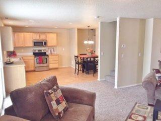 Villa Portola, Pool, Clubhouse, Fenced Yard, Pets! - Boise vacation rentals