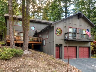 Peaceful & Inviting 5BR Tahoe Vista Cabin w/ Wifi, Gas Fireplace and Multiple Decks - Close to Lake Tahoe Beaches & The Best Ski Resorts in the Tahoe Area! - Tahoe Vista vacation rentals
