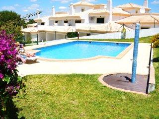 Moradia Familiar com 2 quartos em Condominio com Piscina em Albufeira - Albufeira vacation rentals