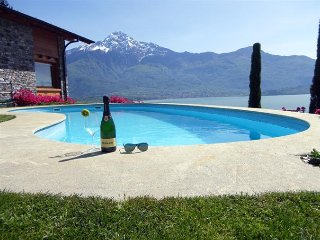 Sunny 2 bedroom Gera Lario Condo with Shared Outdoor Pool - Gera Lario vacation rentals