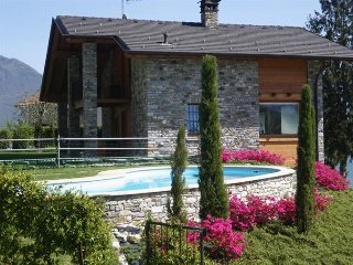 Sunny 2 bedroom Apartment in Gera Lario with Shared Outdoor Pool - Gera Lario vacation rentals