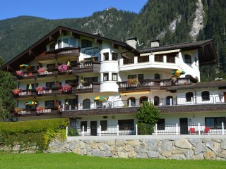 8 bedroom Condo with Internet Access in Mayrhofen - Mayrhofen vacation rentals