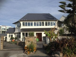 Cozy 2 bedroom Vacation Rental in Christchurch - Christchurch vacation rentals
