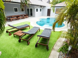 Luxury 6 bed Villa private pool near best beach - Pattaya vacation rentals