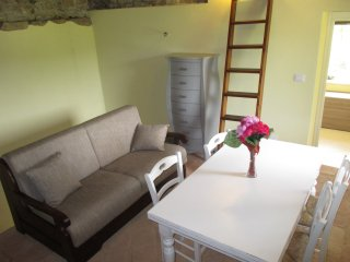 Cozy 2 bedroom Cerretto Langhe House with Parking - Cerretto Langhe vacation rentals
