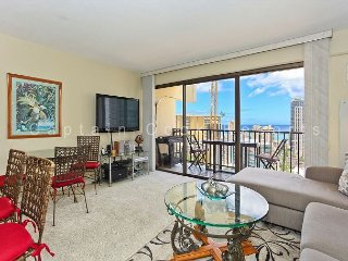 Great Four Paddle location!  Full kitchen, AC, washer/dryer, parking, WiFi. - Waikiki vacation rentals