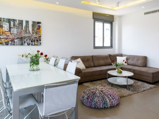 Best Location, Luxuous 3BR, 80m Beach, with Parking - Tel Aviv vacation rentals
