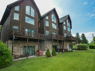 Marvelous 4 Bedroom Premiere townhome with hot tub & ski slope views! - McHenry vacation rentals