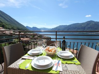 IL SOLE APARTAMENTO facing the lake - Lezzeno vacation rentals