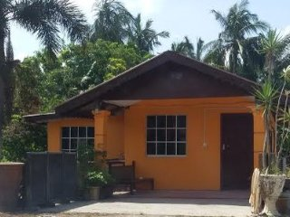 Nice House with A/C and Parking - Hutan Melintang vacation rentals