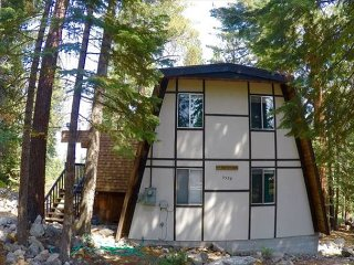 Cabin Style Bungalow in Beautiful Agate Bay 3bd/2ba - Carnelian Bay vacation rentals