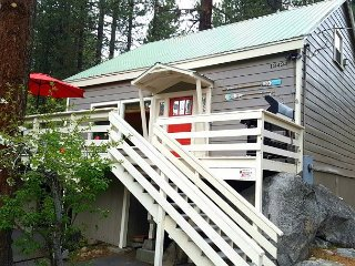 Cozy Donner Lake Home with Spa Close to Downtown Truckee 3bd/2ba - Truckee vacation rentals