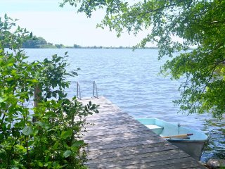 Lakefront summer cottage: swim, boats, privacy - Falmouth vacation rentals