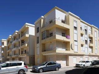 T2 com piscina em condomínio privado junto à praia - Nazare vacation rentals