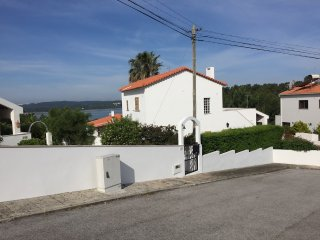 Lagoon views villa in walking distance to beach - Foz do Arelho vacation rentals