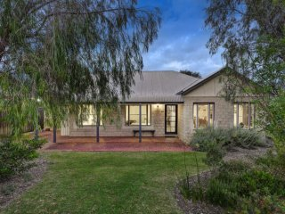 Cozy House in Dunsborough with Television, sleeps 6 - Dunsborough vacation rentals