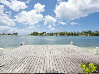 Cozy 3 bedroom Villa in Grand Cayman - Grand Cayman vacation rentals
