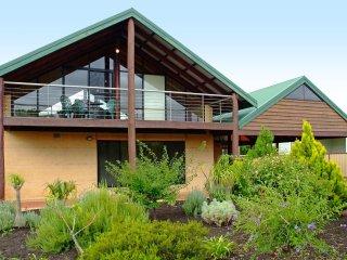 Bright 6 bedroom House in Dunsborough with Deck - Dunsborough vacation rentals