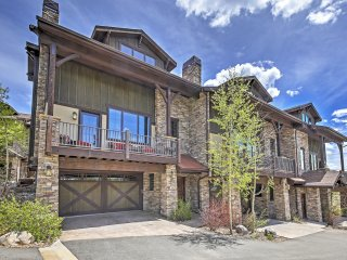 Enticing 4BR Fraser Townhouse w/Wifi, Private Deck & Serene Mountain Views - Easy Access to Hiking & Winter Park Resort! - Fraser vacation rentals