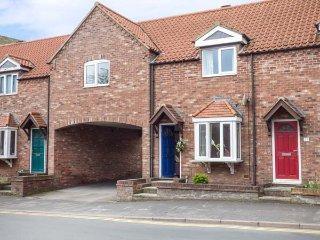 LITTLE DAISY HOUSE, link-detached property, en-suite, parking, enclosed garden, in Hornsea, Ref 936958 - Hornsea vacation rentals