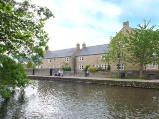 MAYFLY COTTAGE, off road parking, riverside walks, close to amenities, Bakewell, Ref 935487 - Bakewell vacation rentals