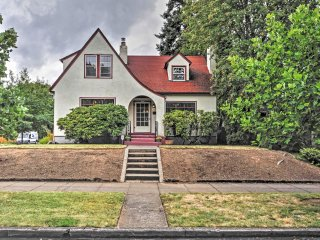 Beautiful 2BR Historic Portland Home w/Wifi In Gorgeous Neighborhood - Prime Location! Easy Access to Local Breweries, Art Communities & Downtown Portland! - Portland vacation rentals