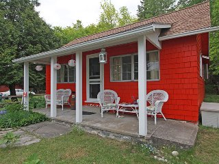 Hearts and Roses cottage (#1080) - Dyers Bay vacation rentals