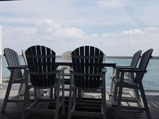Modern, Waterfront Beauty with 4 BR, 3 Baths, Lake Erie Views - max 12 ppl - Put in Bay vacation rentals